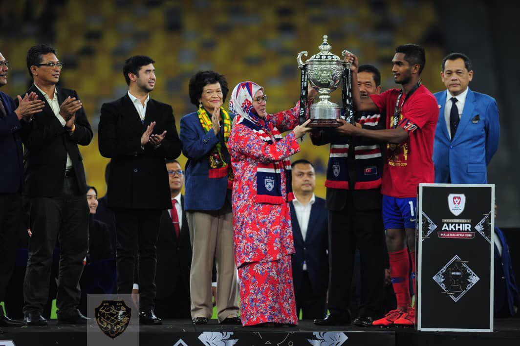 KDYMM Tunku Azizah Menyampaikan Piala Malaysia 2019 (3)