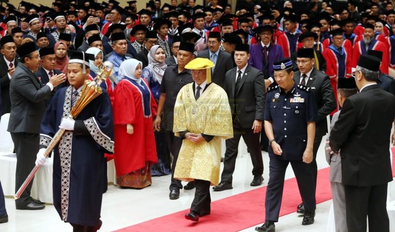 Majlis Konvokesyen keenam DRB (1)