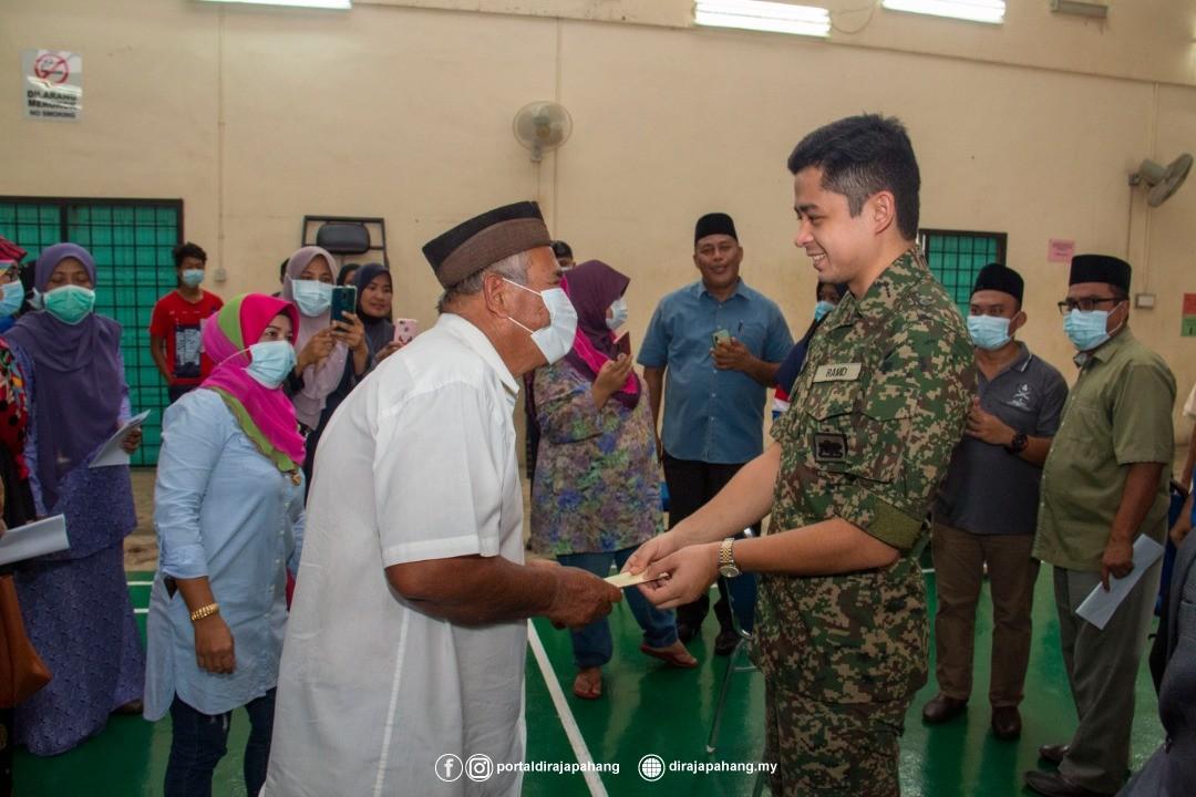 KDYMM Pemangku Raja Pahang Kurnia Bantuan 18 Mangsa Ribut (2)