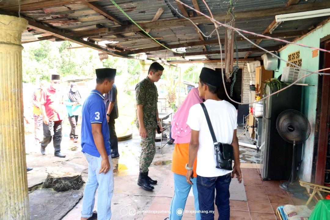 KDYMM Pemangku Raja Pahang Kurnia Bantuan 18 Mangsa Ribut (4)