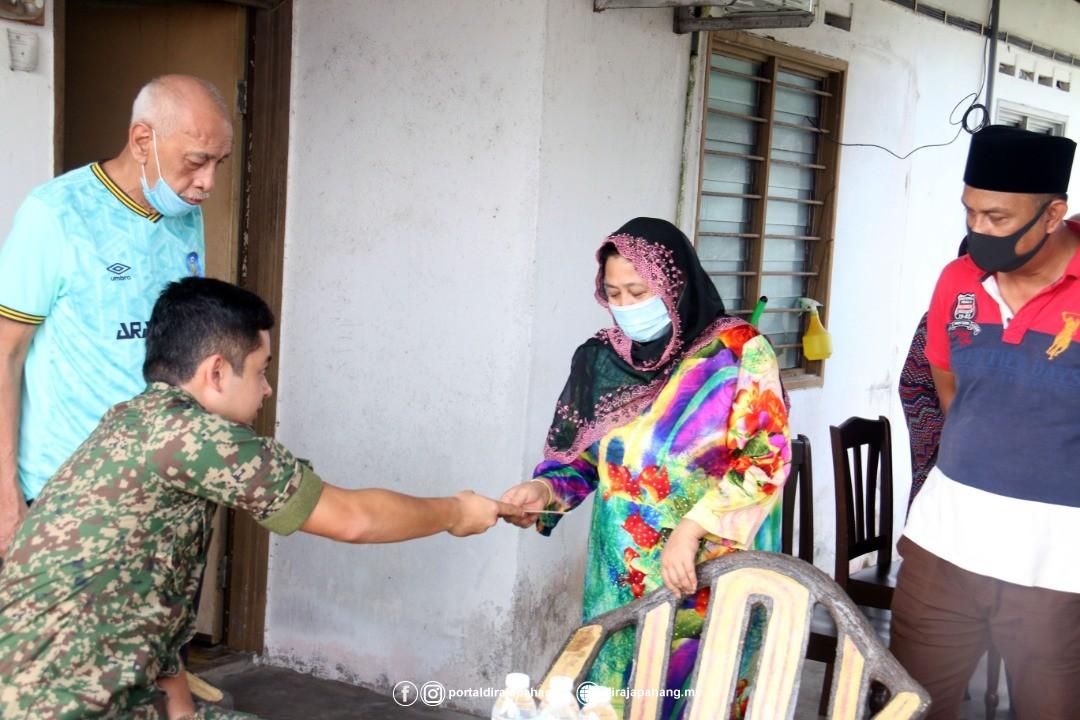 KDYMM Pemangku Raja Pahang Kurnia Bantuan 18 Mangsa Ribut (7)