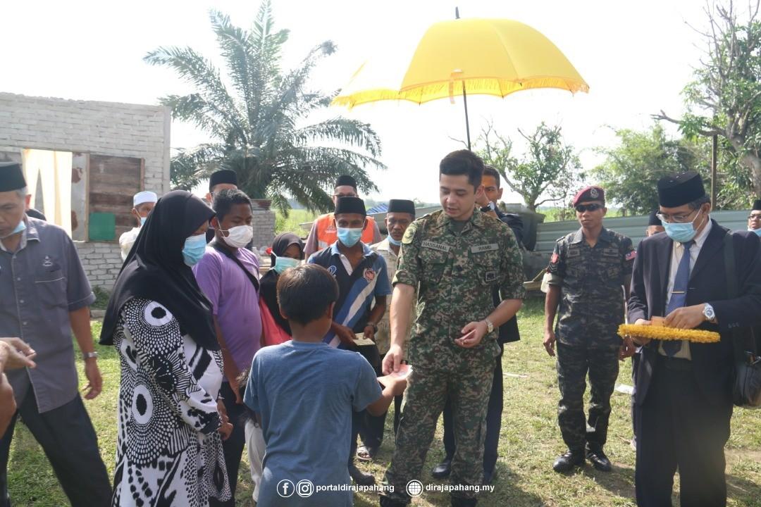 KDYMM Pemangku Raja Pahang Kurnia Bantuan 18 Mangsa Ribut (9)