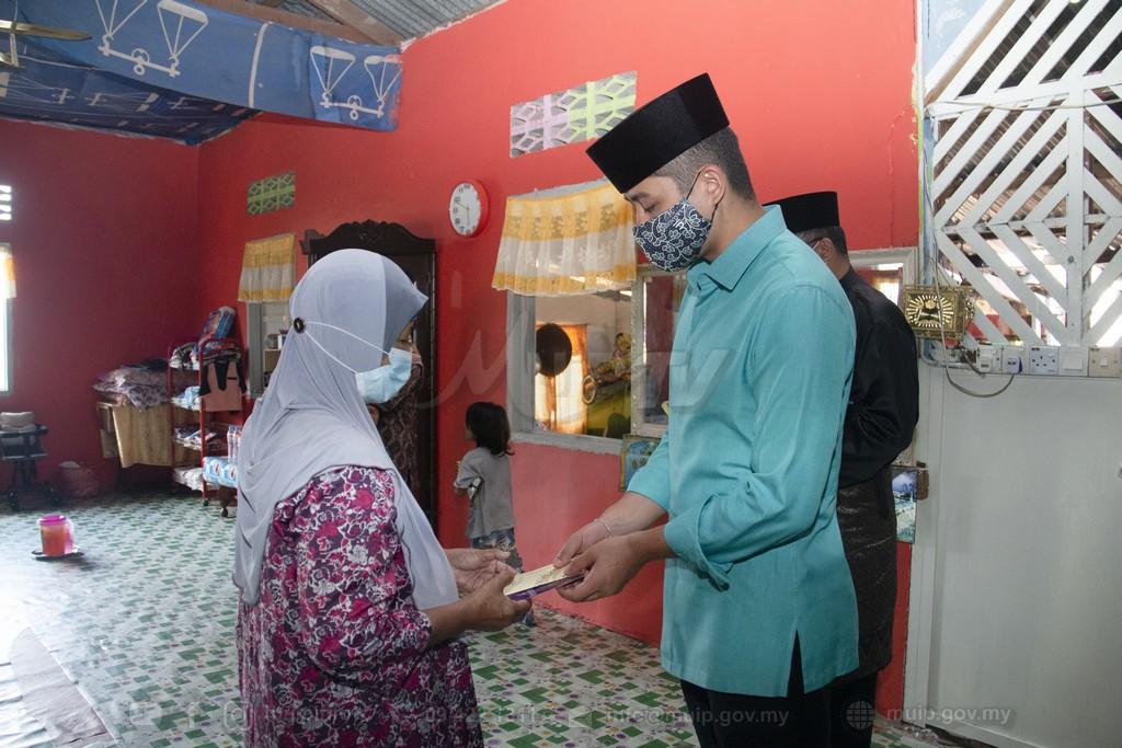PRP Lawat Mangsa Ribut (1)