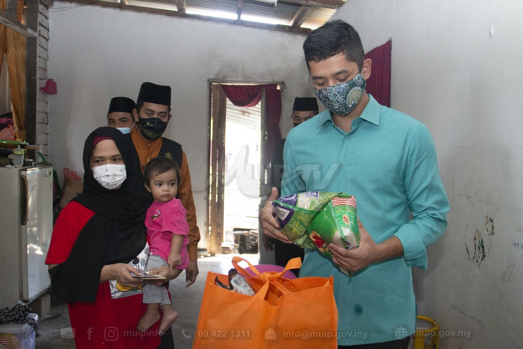 PRP Lawat Mangsa Ribut (4)