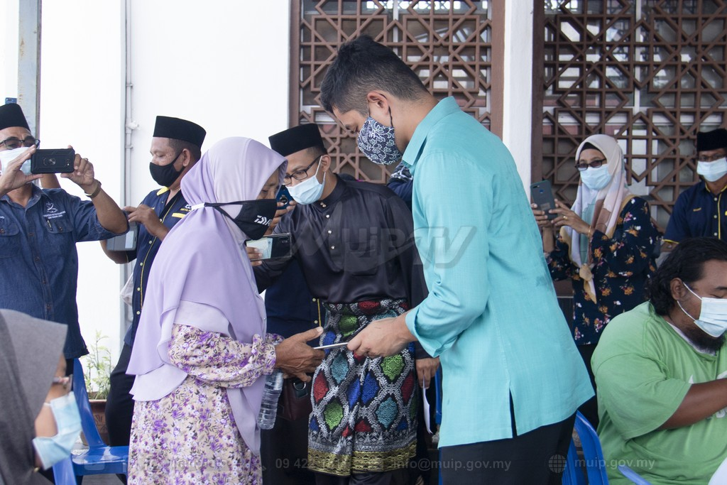 PRP Lawat Mangsa Ribut (7)