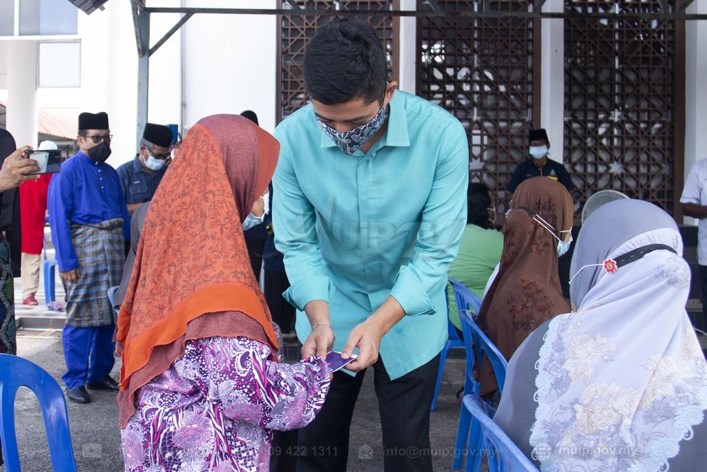 PRP Lawat Mangsa Ribut (8)